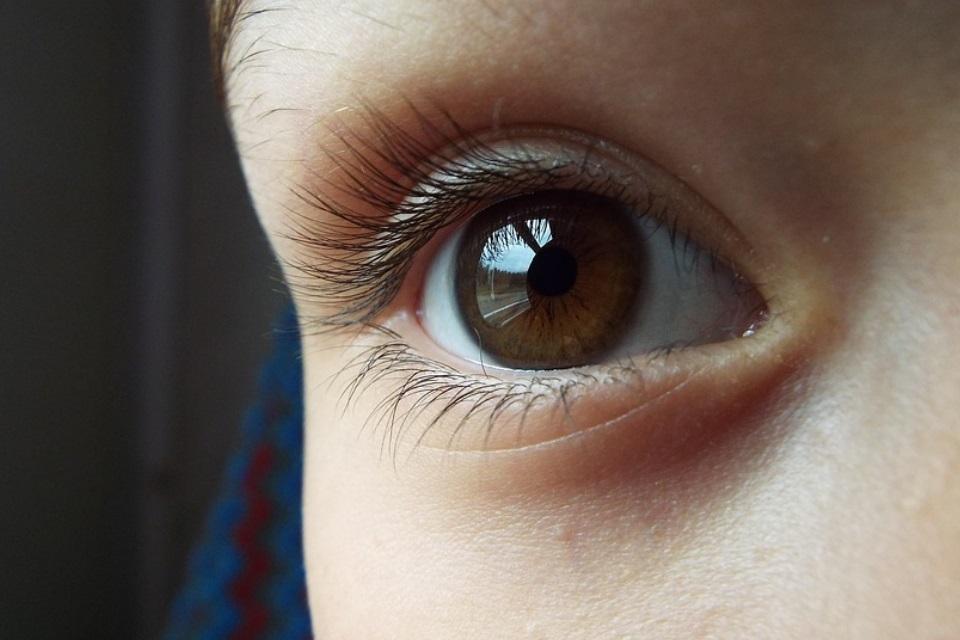 Imagem de Colírio com nanopartículas pode substituir o uso de óculos ou lentes no tecmundo