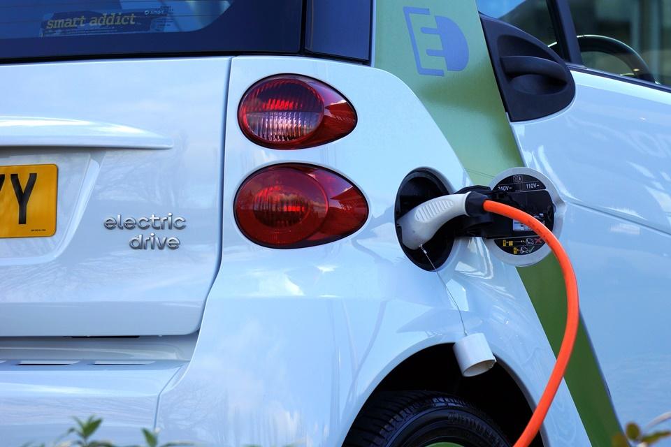 Imagem de Carros elétricos podem minar lojas de conveniência em postos de gasolina? no tecmundo