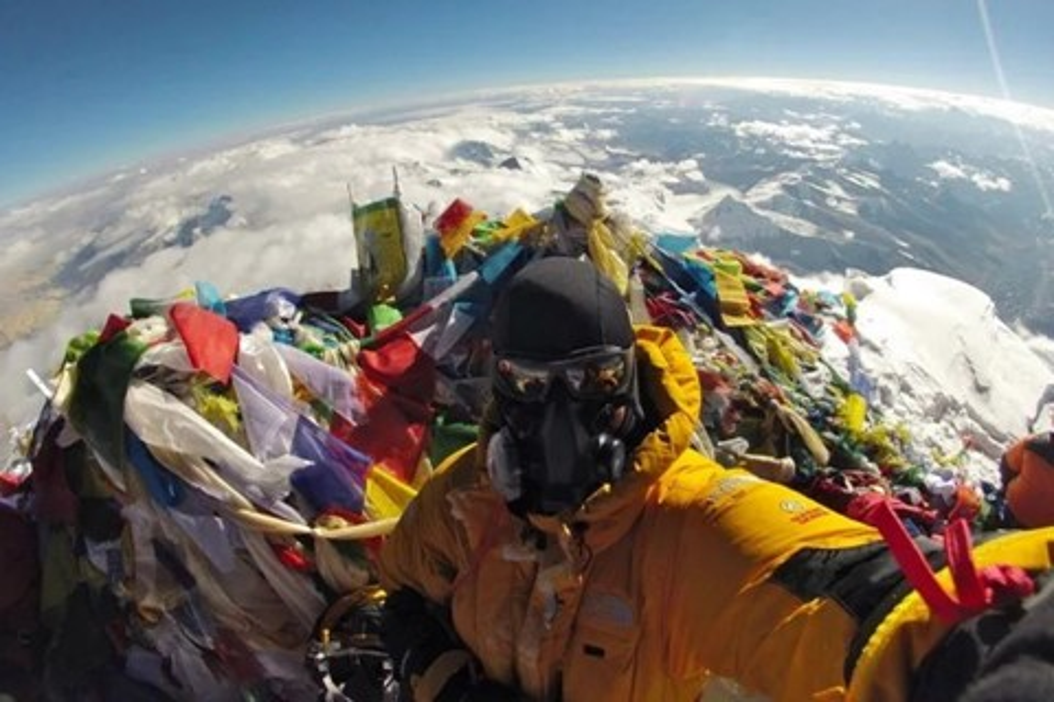Imagem de Quer zoar um terraplanista? Mostre esta selfie clicada no Everest a ele! no tecmundo