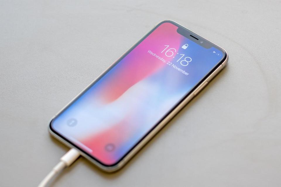 Imagem de iPhone X está morto e terá produção descontinuada em breve, diz analista no tecmundo