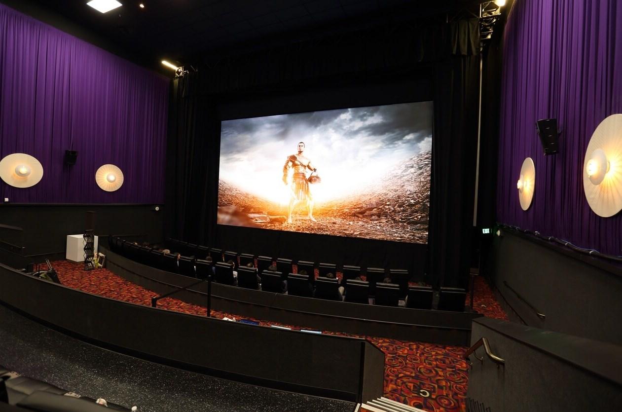 Uma sala de cinema.