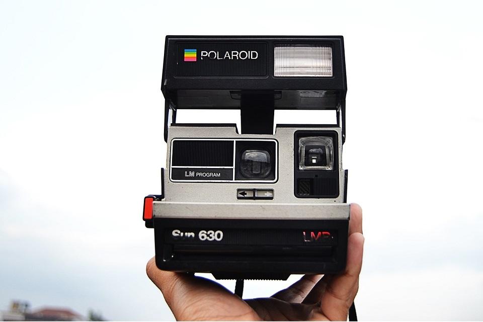 b7b87f416fb8f Imagem de Esta câmera Polaroid foi modificada para imprimir em papel mais  barato no tecmundo