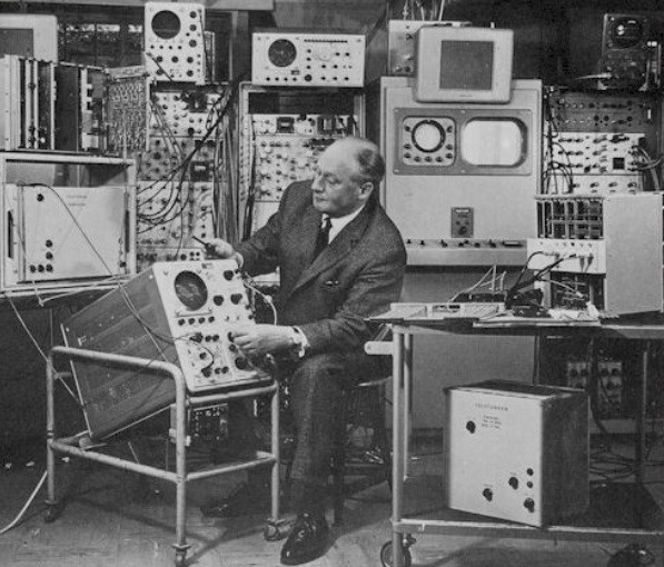 Walter Bruch e equipamentos.