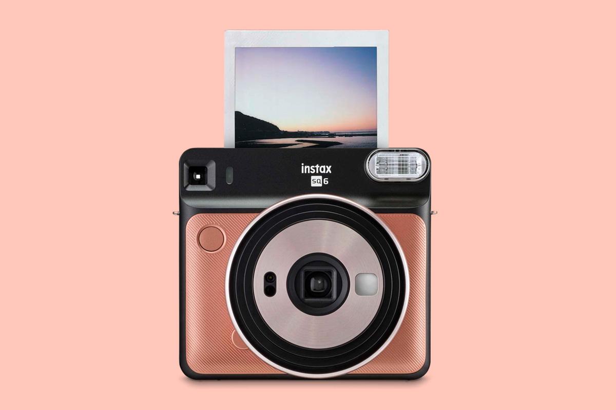 Imagem de Nova câmera analógica da Fujifilm traz fotografias instantâneas quadradas no tecmundo