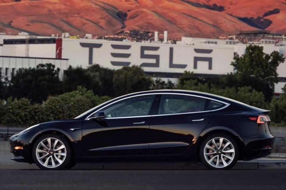 Imagem de Tesla foca na venda de carros mais caros para sobreviver no tecmundo
