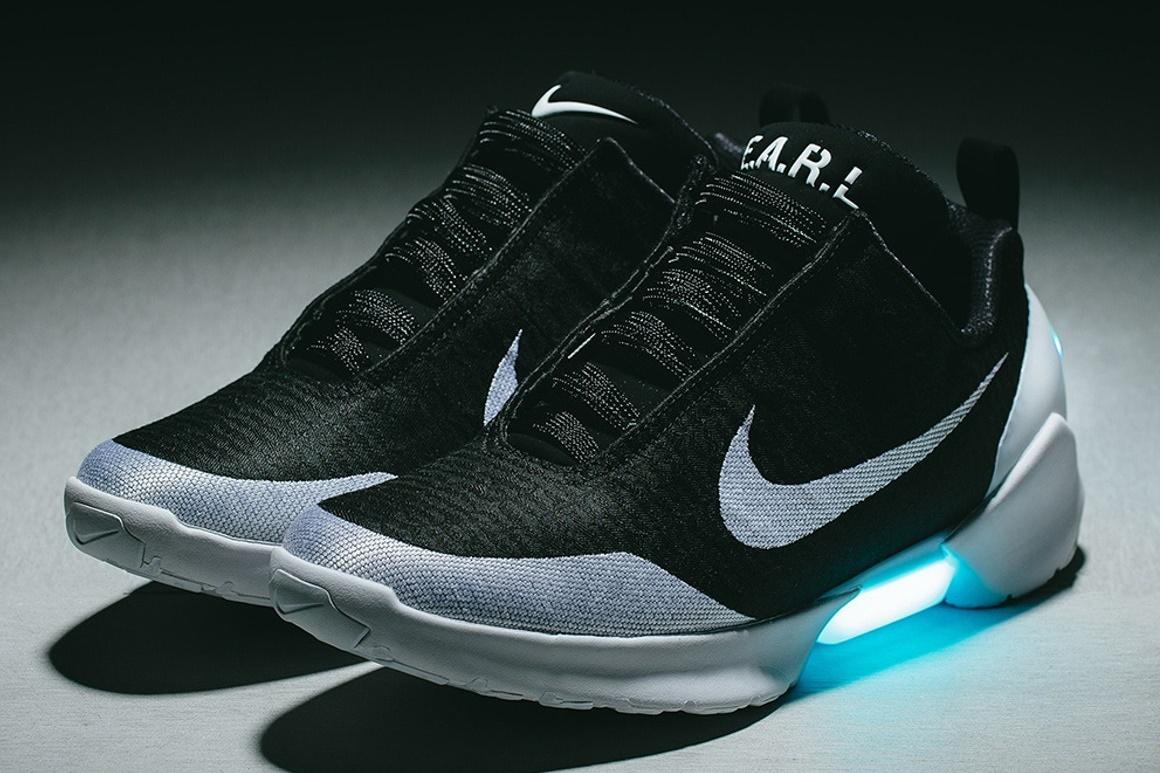 049af4ea0e Imagem de Nike começar a vender tênis que se amarra sozinho no Brasil no  tecmundo