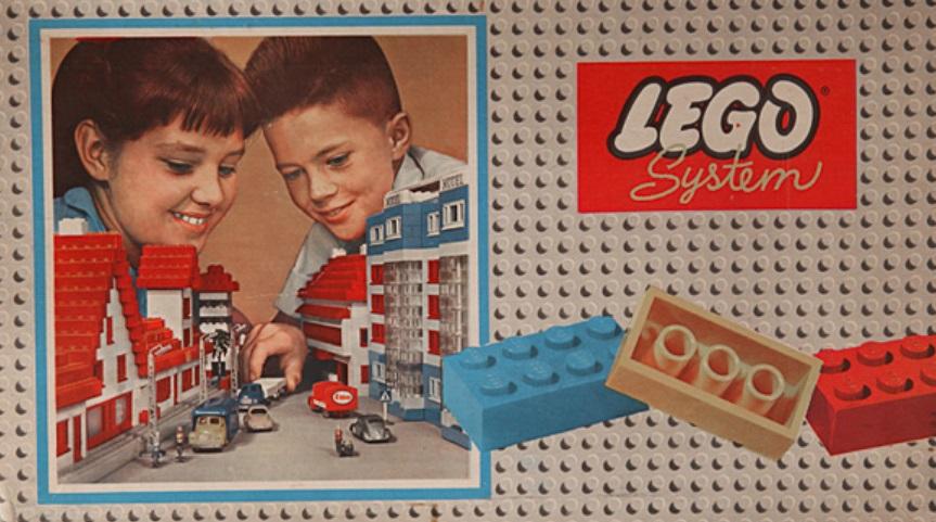 Uma caixa de LEGO.