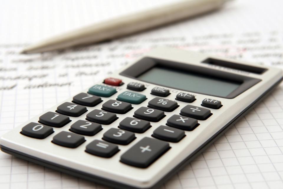 Uma calculadora.