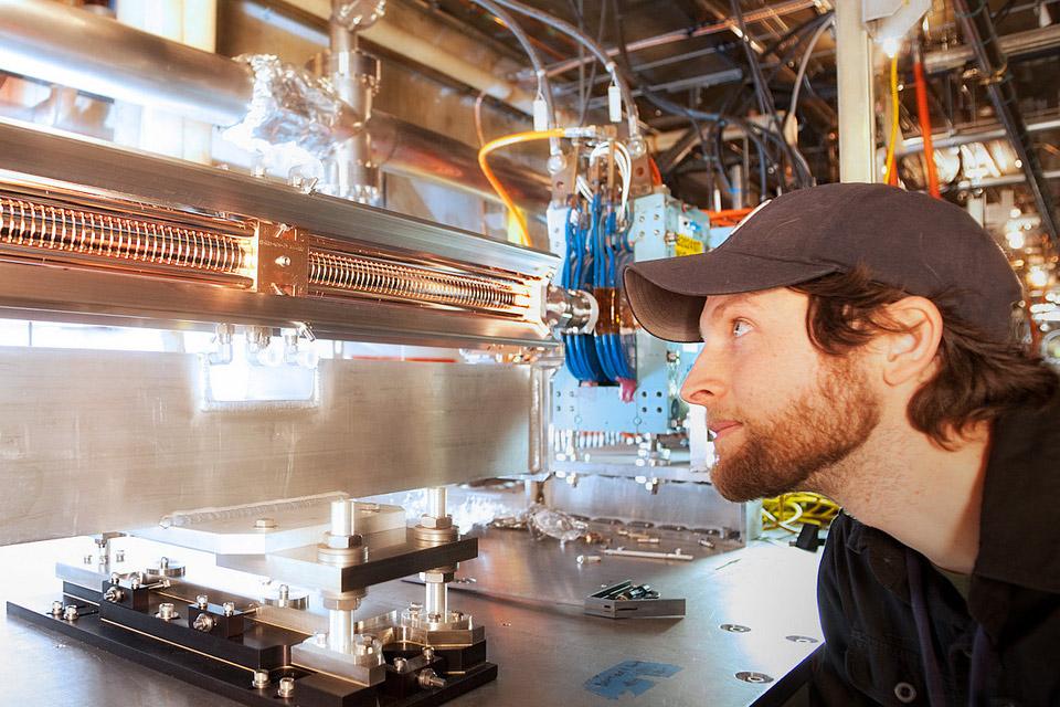 Imagem de Pesquisadores visam reduzir tamanho de aceleradores de partículas em 1000x no tecmundo