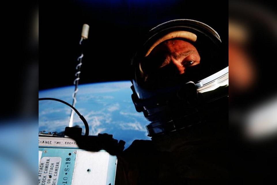 Imagem de Buzz Aldrin lembra que foi o primeiro a capturar selfie no espaço no tecmundo
