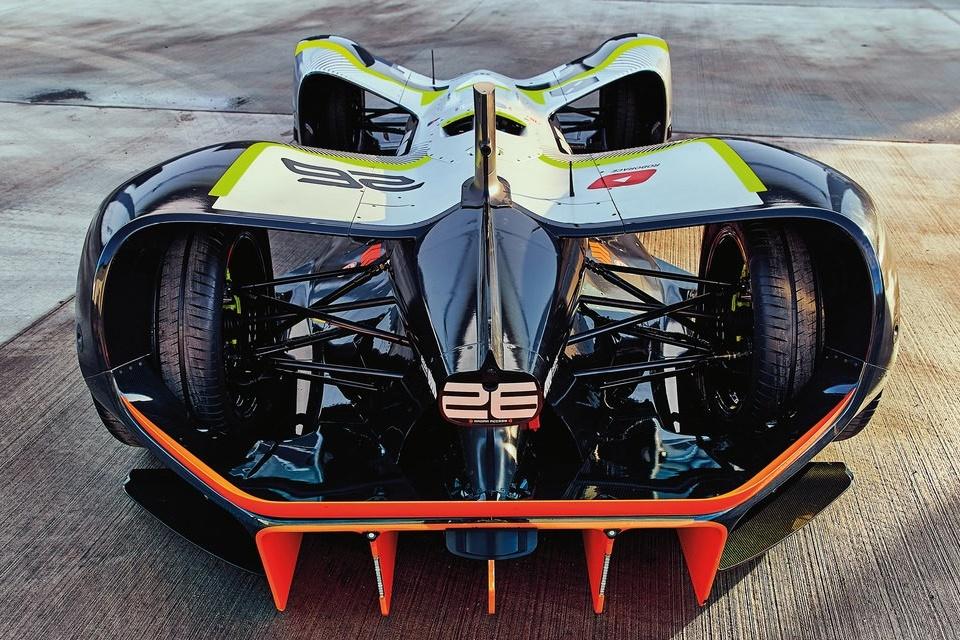 Imagem de Primeiro carro de corrida autônomo completa pista histórica na Inglaterra no tecmundo