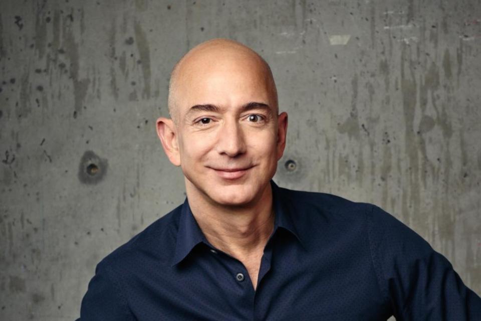 Imagem de 12 curiosidades sobre Jeff Bezos, dono da Amazon e homem mais rico do mundo no tecmundo