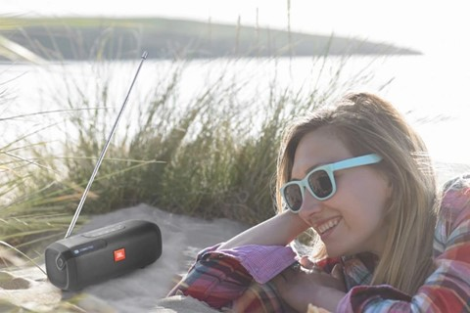 Imagem de JBL lança rádio portátil com Bluetooth para atender os millennials no tecmundo