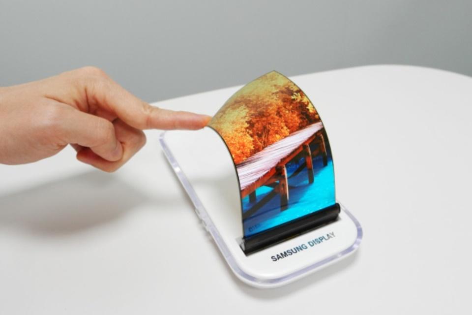 """Imagem de Samsung recua e diz que celular dobrável só ganhará """"detalhes"""" em novembro no tecmundo"""