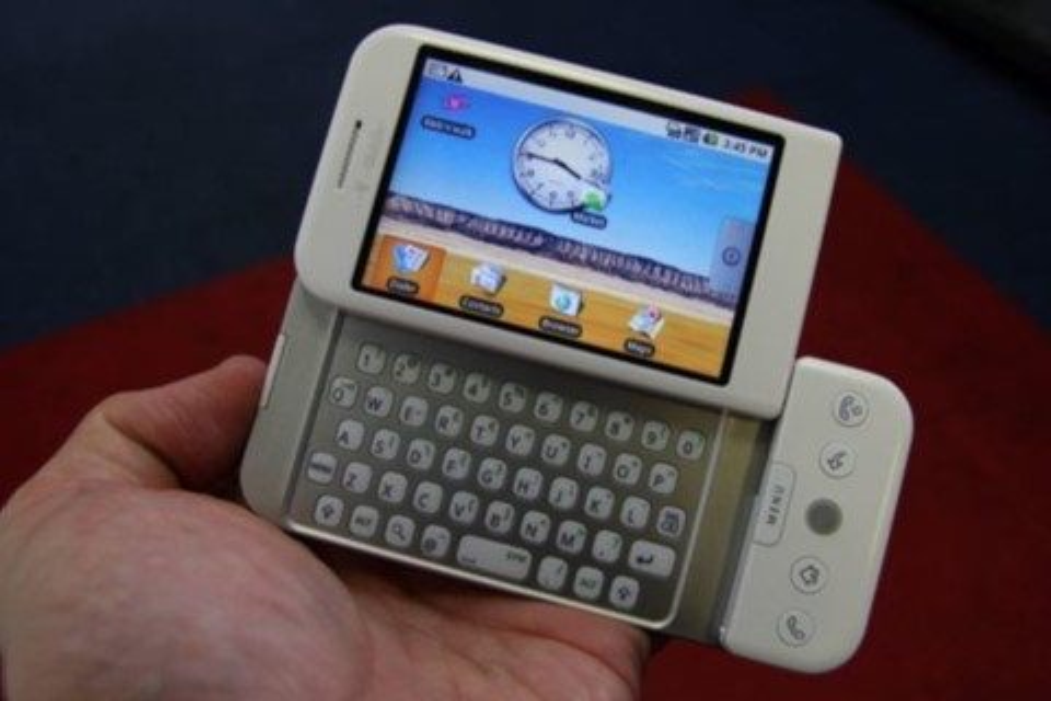 Imagem de Primeiro celular com Android faz 10 anos e mostra como o sistema evoluiu no tecmundo