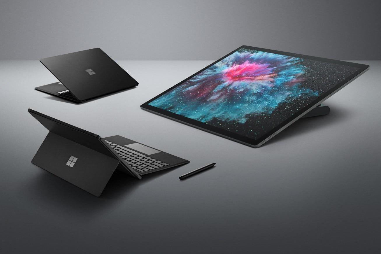 Imagem de Família Surface com acabamento em preto vaza antes do lançamento no tecmundo