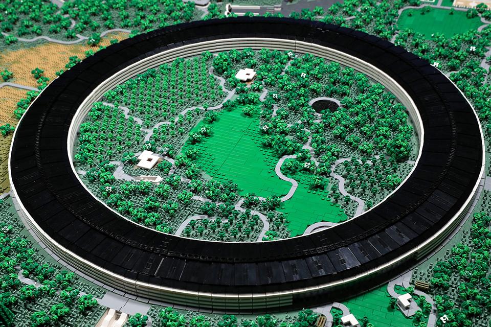 Imagem de Designer reproduz miniatura do Apple Park com peças de Lego no tecmundo