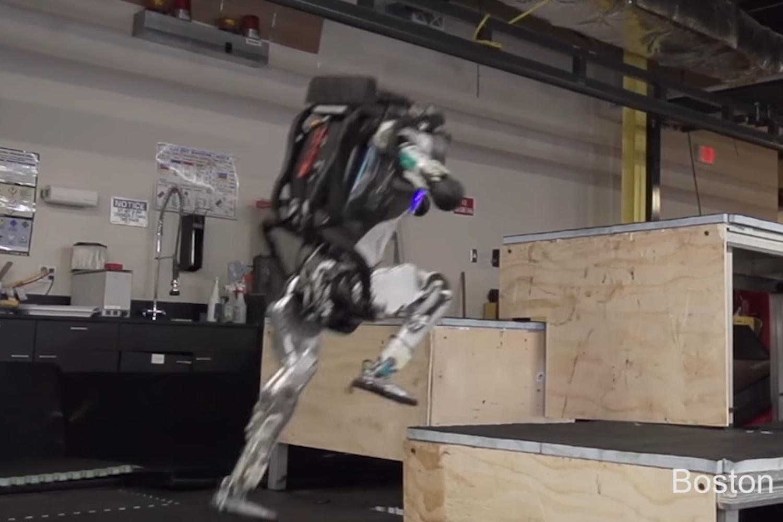 Imagem de Atlas, o robô da Boston Dynamics, agora sabe fazer Parkour no tecmundo