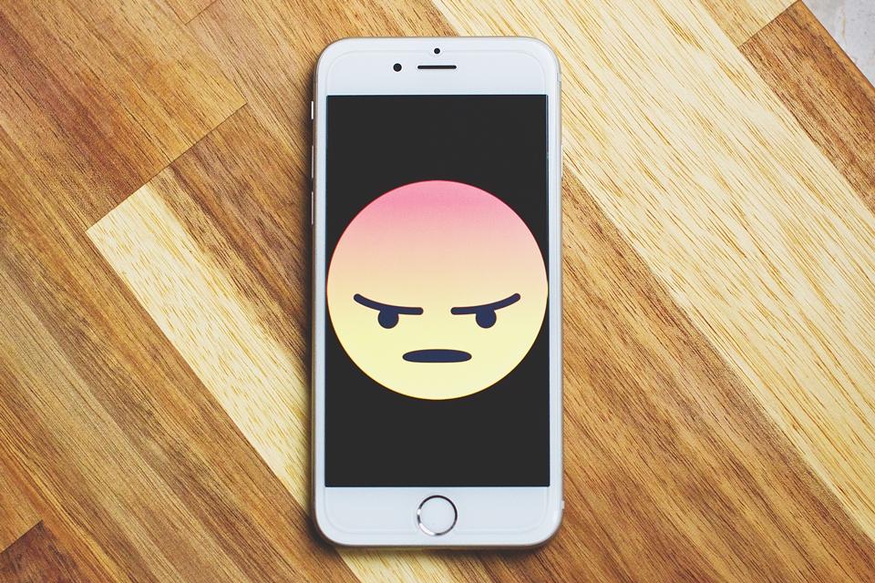Imagem de iPhone 'se apressa' e adianta o relógio para o horário de verão no tecmundo