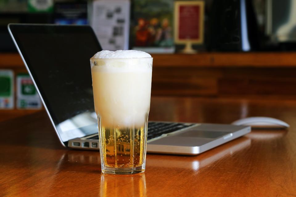 Imagem de Beer for Devs especial celebra o Dia do Profissional de TI; assista no tecmundo