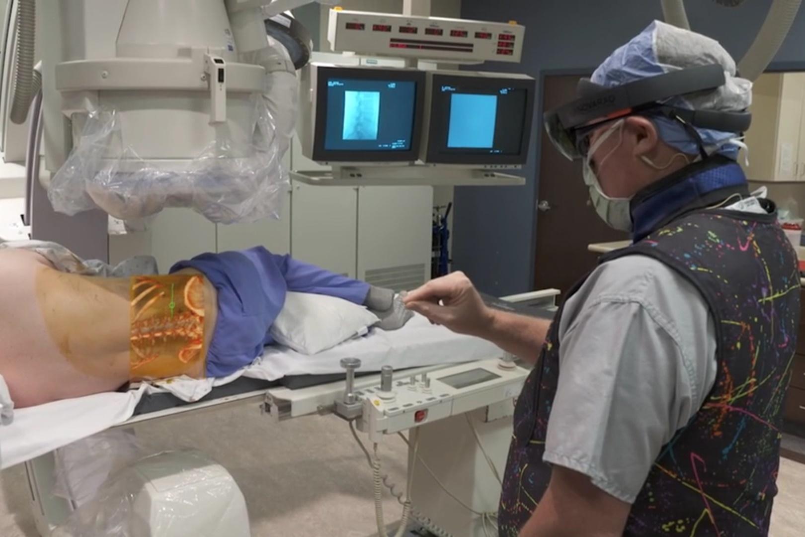 Imagem de HoloLens tem seu primeiro app médico aprovado para cirurgias nos EUA no tecmundo