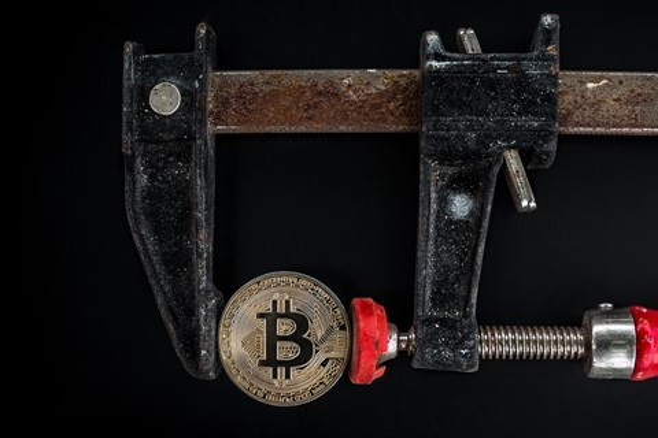 Imagem de Bitcoin Cash é dividida em duas e preço do bitcoin despenca no tecmundo