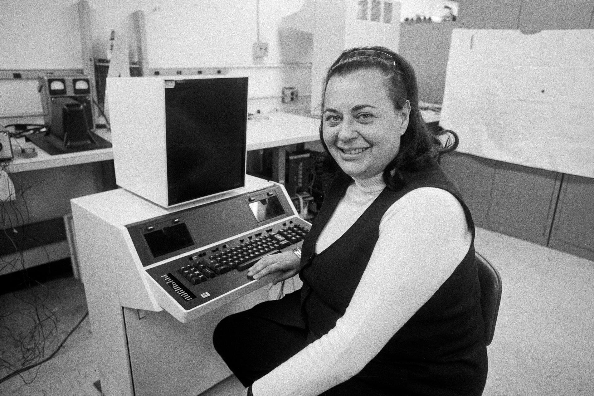 Imagem de Morre Evelyn Berezin, criadora do primeiro processador de texto do mundo no tecmundo