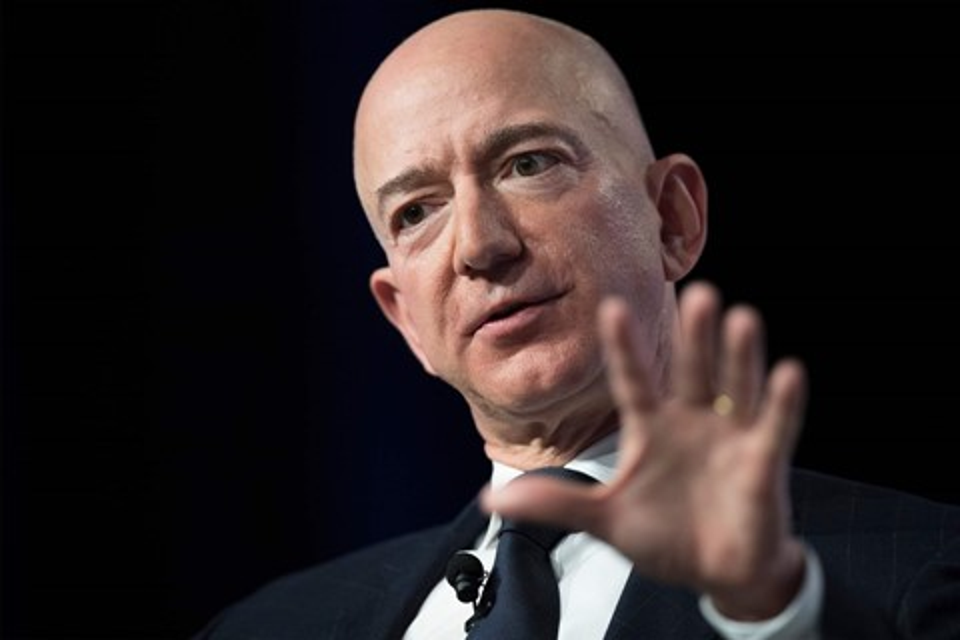 Imagem de Jeff Bezos acusa jornal aliado de Trump de usar nudes para chantageá-lo no tecmundo