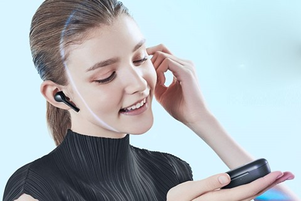 Imagem de Inspirado no Apple AirPods, fone sem fio Huawei FlyPods está em promoção no tecmundo