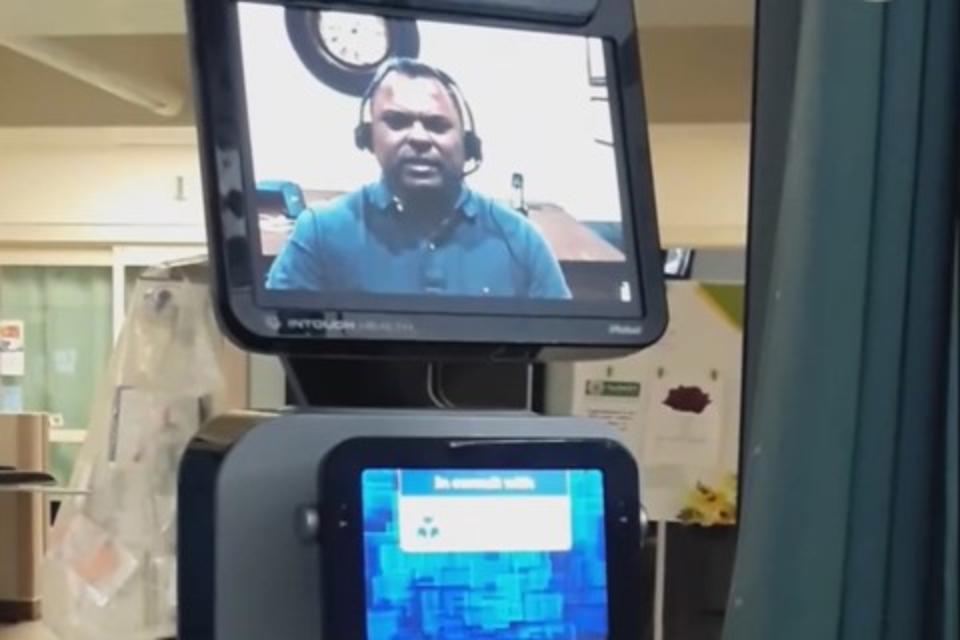 """Imagem de Família se revolta por paciente terminal receber más notícias de um """"robô"""" no tecmundo"""