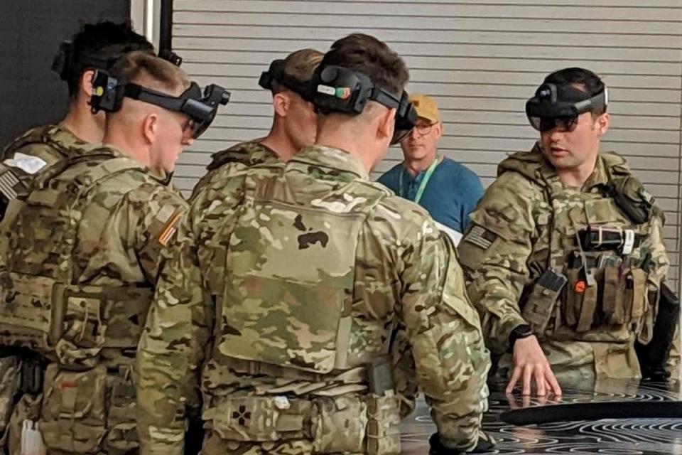 Imagem de Veja o visual e como funcionam os HoloLens de uso militar no tecmundo