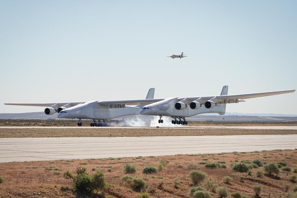 Imagem de Maior avião do mundo, Stratolaunch completa o seu primeiro voo no tecmundo