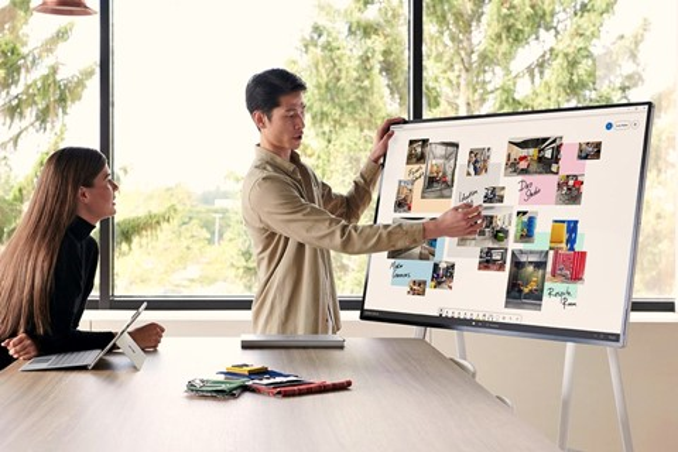 Imagem de Microsoft revela mais detalhes do tablet gigante corporativo Surface Hub 2 no tecmundo