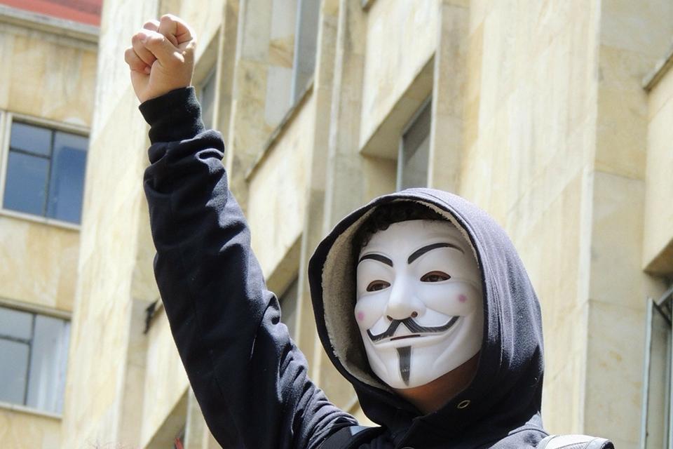 Imagem de Anonymous critica milionários que doaram para reconstrução de Notre Dame no tecmundo