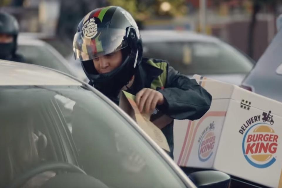 """Imagem de  """"Traffic Jam Whopper"""": Burger King inaugura entregas no trânsito"""