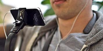 Imagem de Suporte multiuso para iPhone pendura o gadget no pescoço no site TecMundo