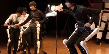 Imagem de Cyberdyne mostra exoesqueleto que ajuda pessoas com problemas motoroes no site TecMundo